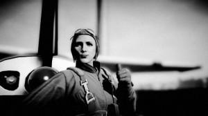 Powyższe zdjęcie tohołd dla kobiecego pilota: Amelii Earhart. Inne zdjęcia autora już wcześniej znajdowały się wdziale wyróżnionych fotografii.